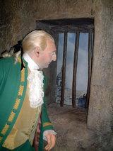 タンプル塔から外を眺めるルイ16世